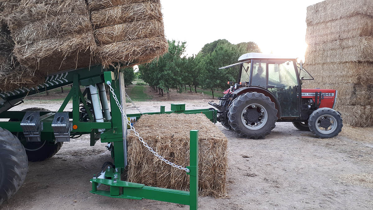 Remolque agrupador de alpacas de paja - Talleres Val